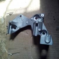 кронштейн крепления генератора мотор h4m, оригинал, 117102301r 117102094r